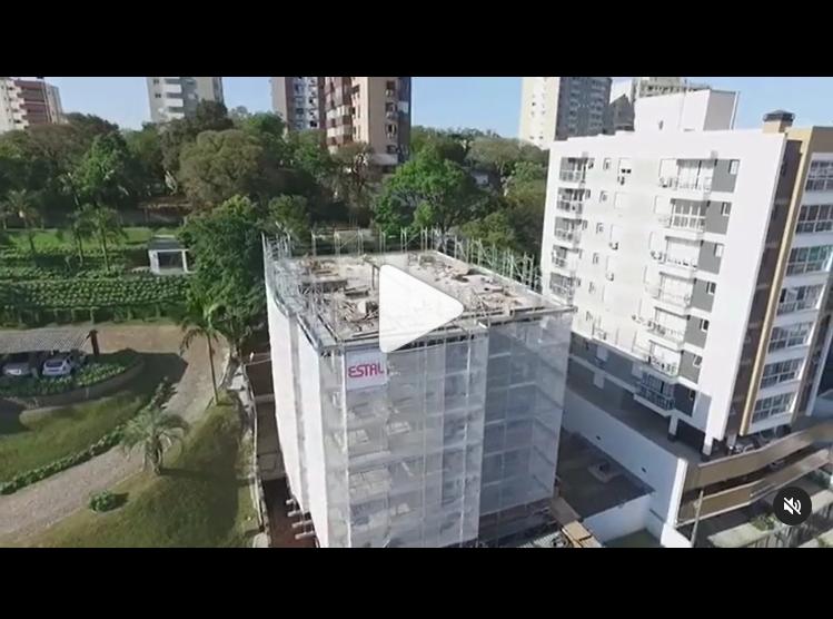 [Vídeo] Envelopamento de obra com Andaime Fachadeiro – ESTAL ANDAIMES
